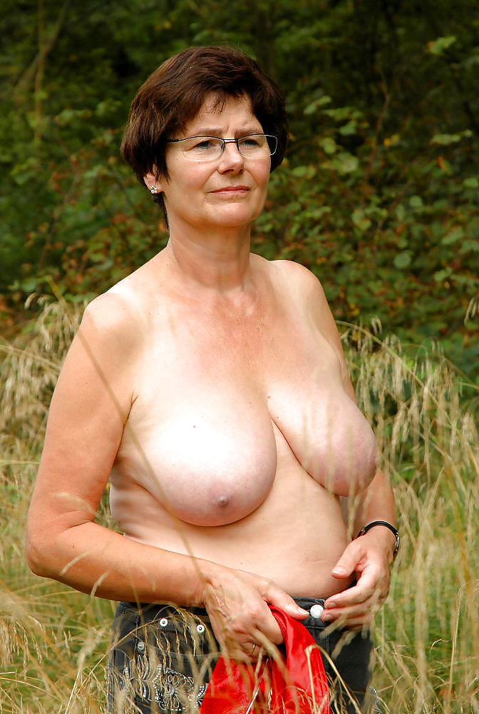 naked moms in girdles