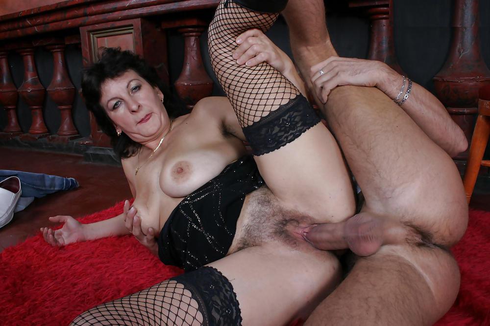 Секс зрелых баб на порнороликах