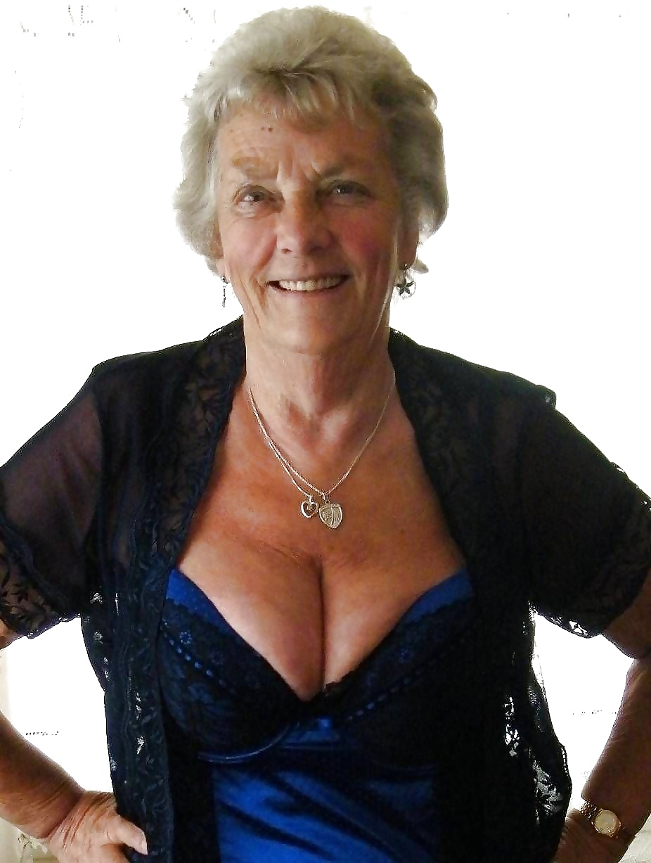 Pornos mit Amanda Tapping
